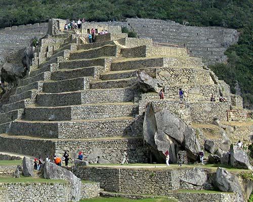 Resultado de imagen para machu picchu piramide de intihuatana