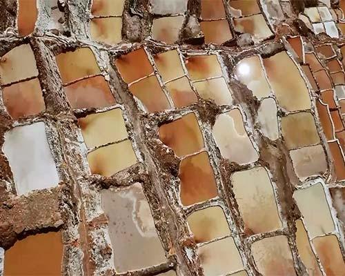 Salineras - pozos de aguas saladas.
