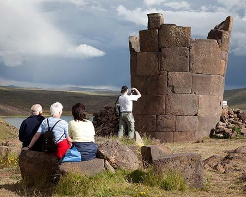 Sillustani: Misterioso cementerio de las alturas de Puno.